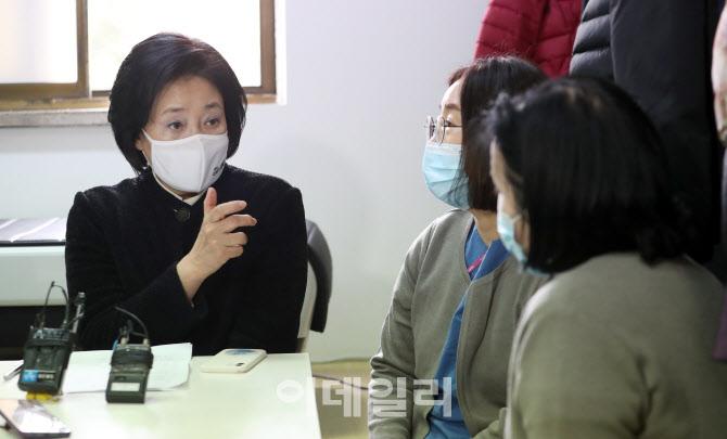 [포토]중앙의료원에서 간담회 갖는 박영선 후보