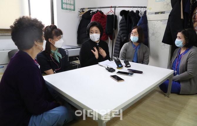 [포토]병원 필수노동자들과 간담회 갖는 박영선