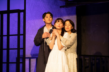청춘의 방황 그린 연극 '유리동물원' 개막