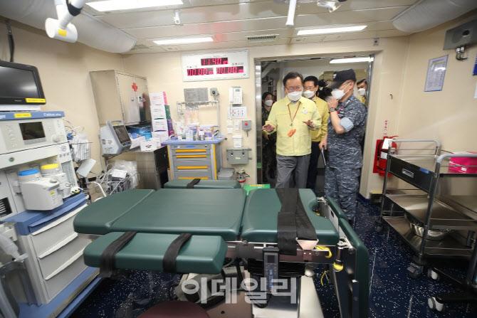 김부겸 총리, 한산도함 코로나19 접종시설 점검                                                                                                                            ...
