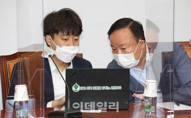 대선 경선후보 간담회, '악수하는 이준석-최재형'                                                                                                                           ...