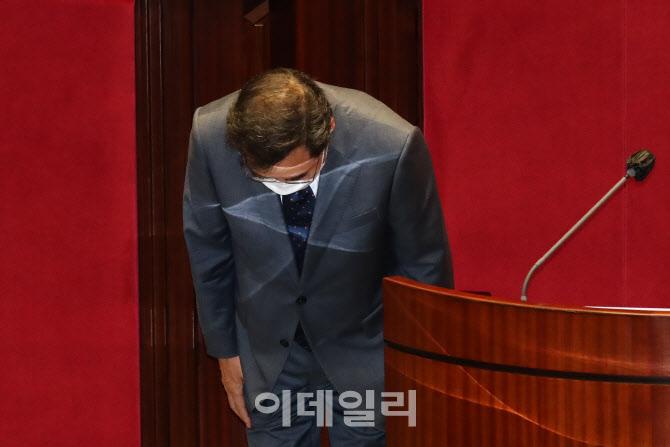 '토론회 준비하는 안상수'                                                                                                                                        ...
