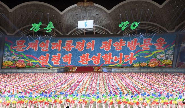"""15만 평양시민의 '열렬' 환호…문대통령 """"감격, 말로 표현 못해"""""""