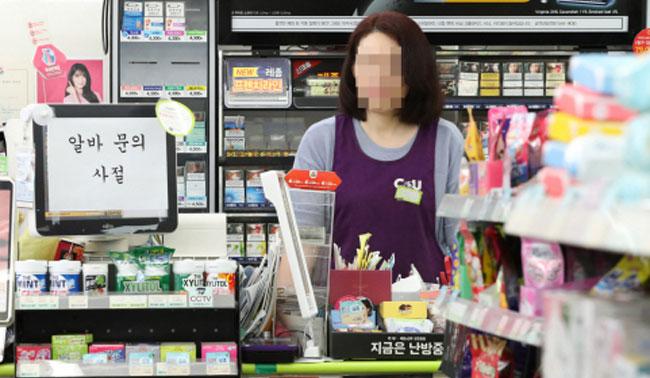 """""""아, 옛날이여""""…편의점 점포당 매출 3억 원대로 '뚝'"""