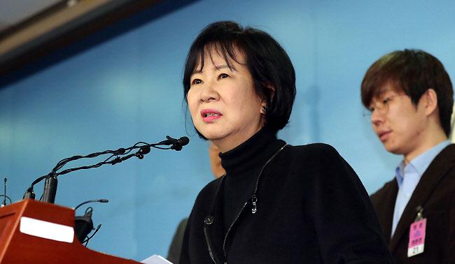 '셀프 기름붓기'에 불길 번지는 손혜원 사태