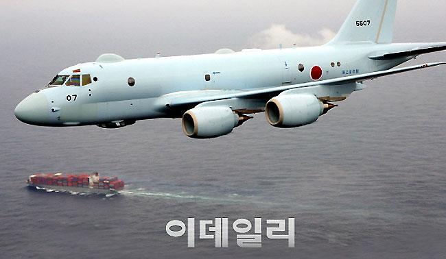 """軍 """"日초계기, 60m 상공까지 또 근접위협비행…명백한 도발"""""""