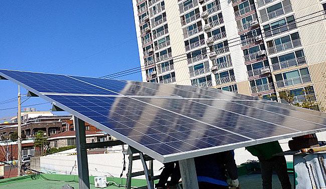 """""""가정용 태양광 발전 설치하세요""""…매달 전기요금 4.7만원 절감"""