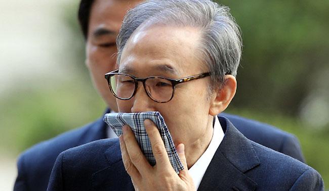 """""""망신주기""""vs""""사건 관여자""""…김윤옥 증인신청에 MB·검찰 신경전"""
