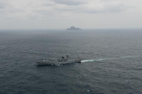 [포토]해군 특수전여단·해경 특공대 독도서 상륙훈련