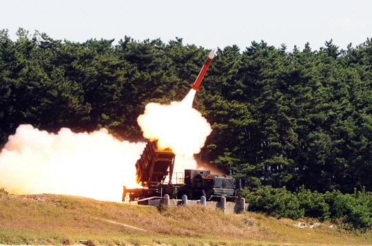 北, 김정은 지시 `최첨단 전술유도탄 시험발사` 군사력 과시