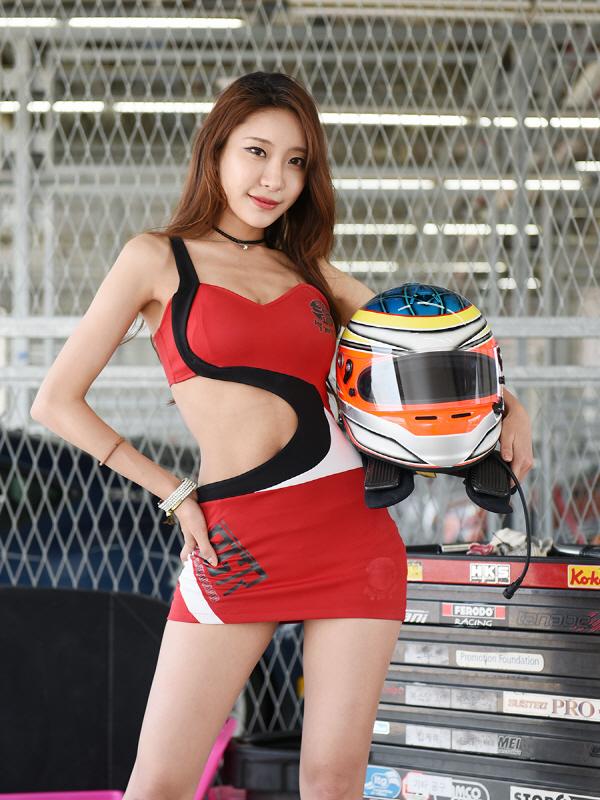 레이싱 모델 정주희, '모터스포츠의 매력에 빠져보실래요?'