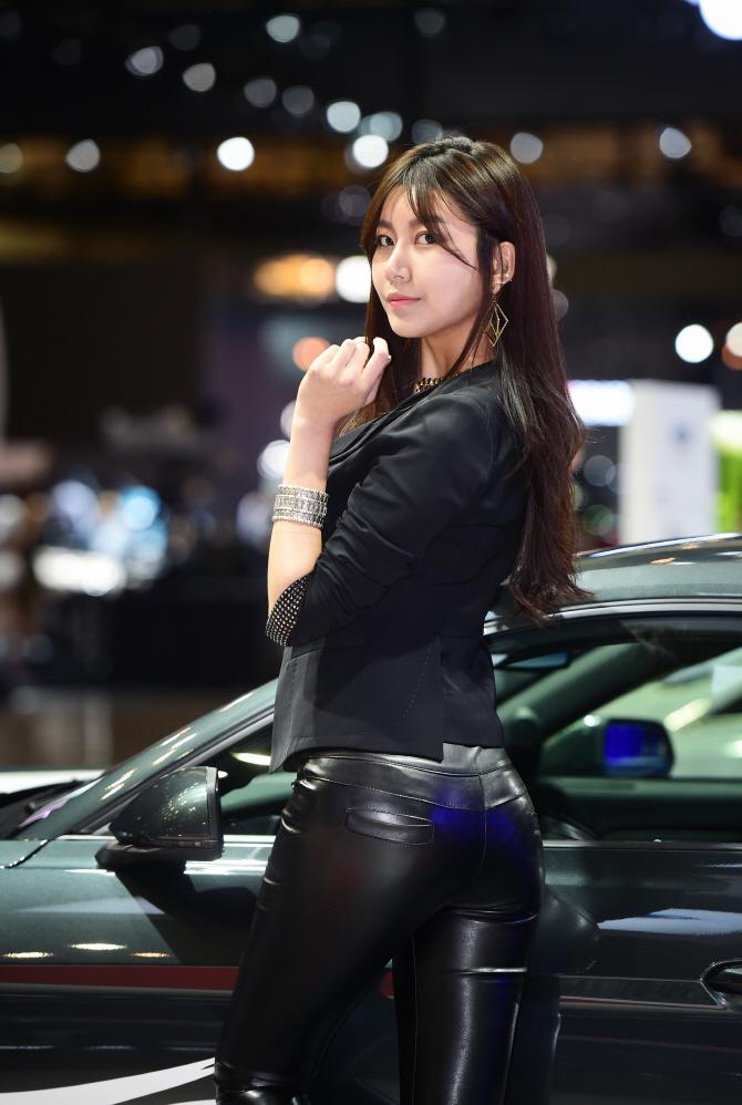 레이싱모델 반지희, '밀착 가죽 팬츠로 드러난 애플힙'