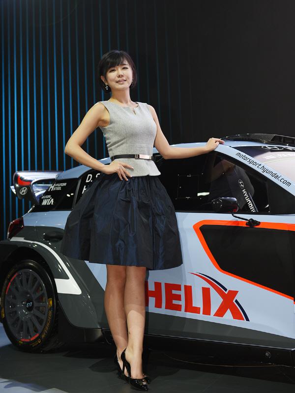 레이싱 모델 류지혜, 'i20 WRC와 함께 기다릴께요'