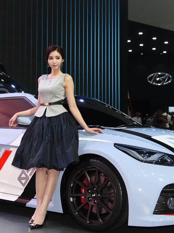 레이싱 모델 김보라, '올해는 RM16과 함께 해요.'