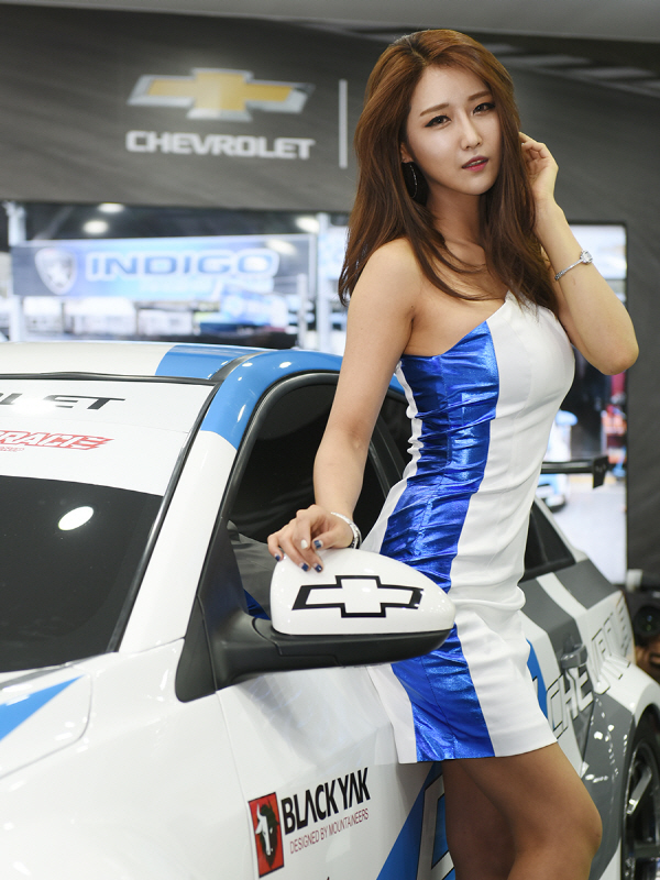 레이싱 모델 유다연, '부산모터쇼에서 한국 최고의 레이스카를 만나보세요'