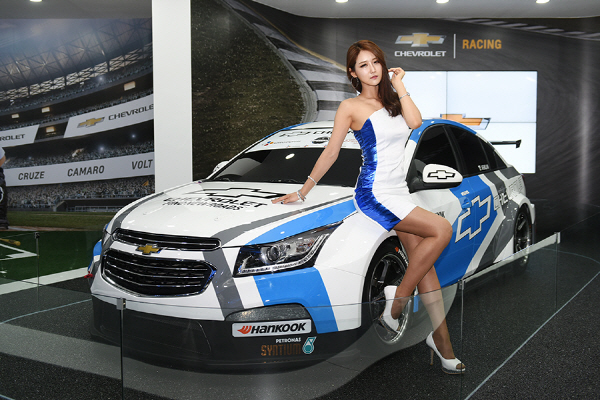 레이싱 모델 유다연, '한국 최강의 크루즈 레이스카와 함께 해요.'
