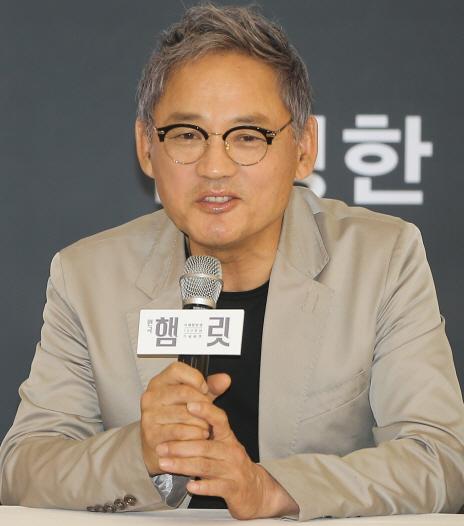 `65세 햄릿` 유인촌 `6번째 연기…나이는 잊기로 했다`