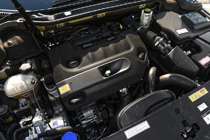 푸조 508RXH & 볼보 V60 크로스컨트리 D4 AWD - 실용적 크로스오버에 대한 또 다른 유럽의 답안지