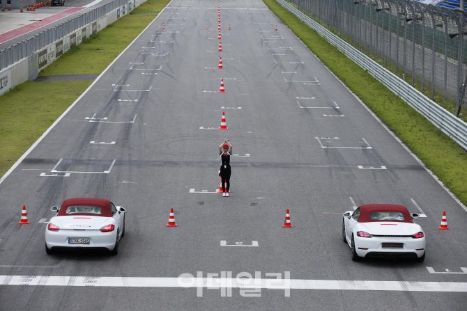 [타 봤어요]포르쉐 718 박스터S, 스포츠카 매력에 흠뻑 빠지다