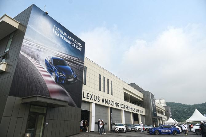 `2016 렉서스 어메이징 익스피리언스 데이`, 용인 스피드웨이를 달린 3대의 GS