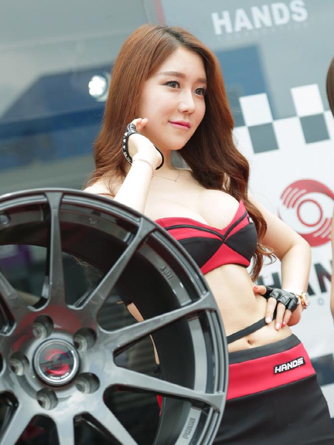 시선을 집중시키는 그녀, 핸즈 모터스포츠 전속 모델 민채윤