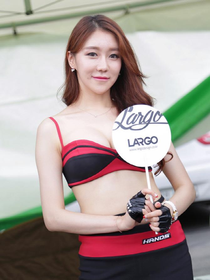 핸즈 모터스포츠 전속 모델 민채윤, '무더운 여름, 라고 디자인으로 이겨내요!'