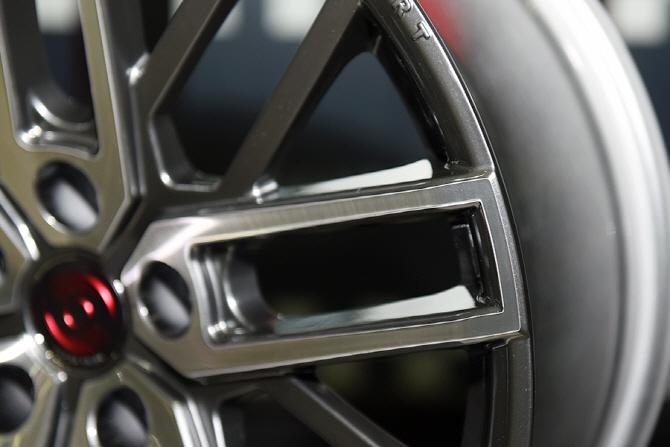 핸즈코퍼레이션, 2016 서울오토살롱에서 BMW M에 특화된 알루미늄 휠 `PR0010` 공개