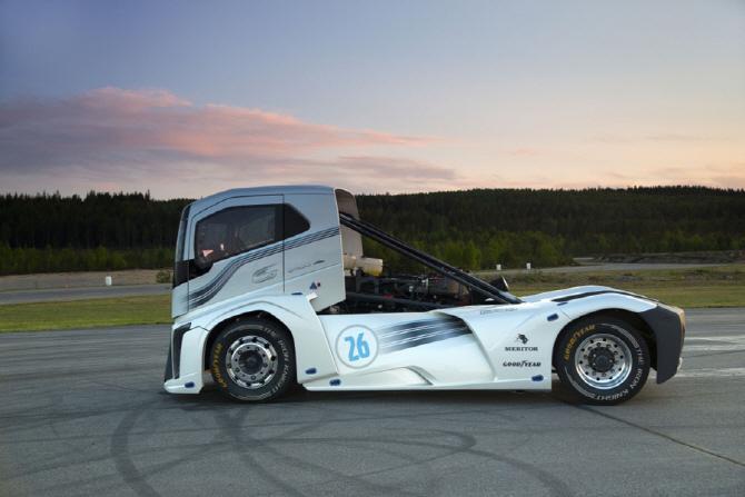 볼보 아이언 나이트, 세계 최고속 트럭으로 등극