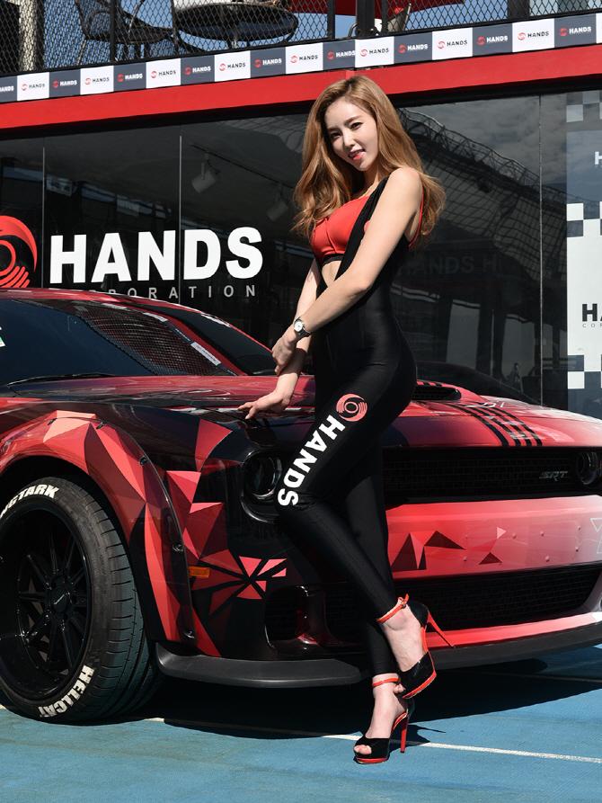 [튜닝 페스티벌] 레이싱 모델 김보라 '강력한 머슬카와 함께 해요!'