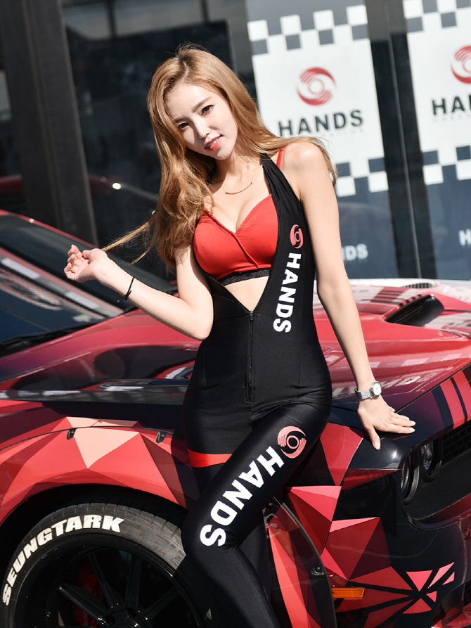 [튜닝 페스티벌] 레이싱 모델 김보라 '인천 코리아 튜닝 페스티벌에 놀러오세요!'