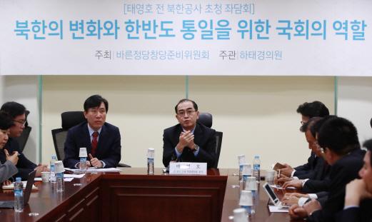 """태영호 """"북한, 김씨 일가 세습통치 위한 거대한 노예사회""""(종합)"""