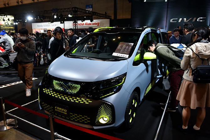 [2017 도쿄 오토살롱] 혼다, 감각적인 미니밴 '프리드 액티브 콘셉' 전시