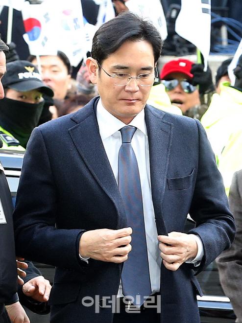 [이재용 구속] 삼성 총수 첫 불명예…분위기 반전한 특검(종합)