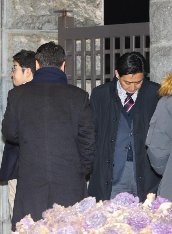 [맥모닝 뉴스] 한정석 판사 `이재용 구속영장` 발부, 한진해운 파산...직원 절반 실직 外