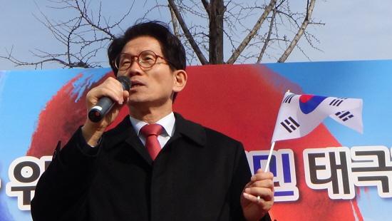 """김문수 """"문재인·안희정, 오히려 삼성 뭉칫돈 받은 사람"""""""
