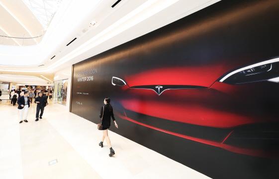 테슬라, 국내 판매 곧 시작…`정부 승인 완료`