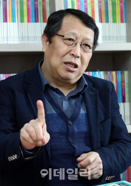 `책의 시대 온다` 18년 맞은 출판전문지 `기획회의` 한기호 발행인