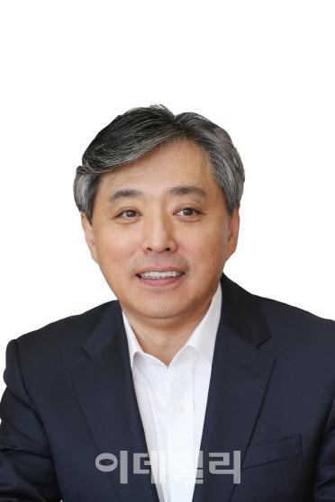 [목멱 칼럼] 4차 산업혁명, `문서 전자화`로 시작하자. 백기승 한국인터넷진흥원장