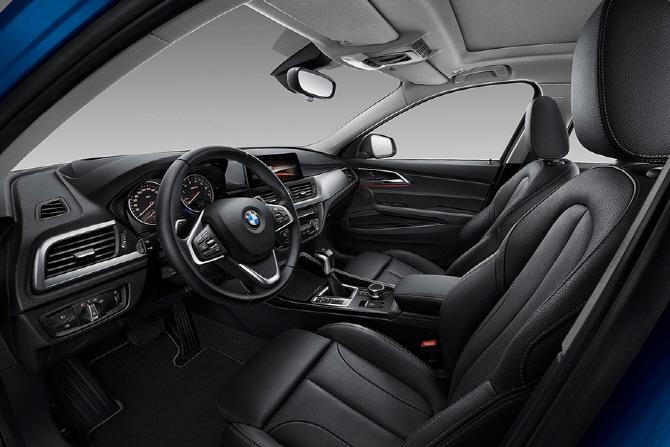 BMW 1시리즈 세단 리뷰 `중국 시장을 위한 프리미엄 콤팩트 세단`