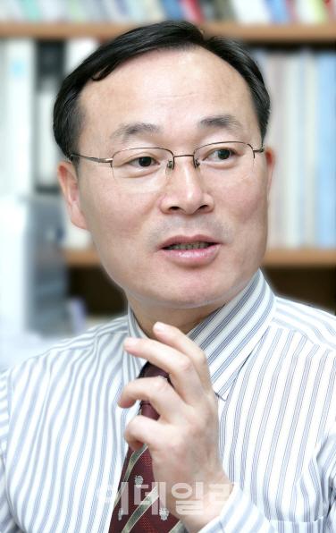 [목멱 칼럼] 지금은 일자리 정책의 패러다임을 교체할 때. 김홍유 경희대 교수