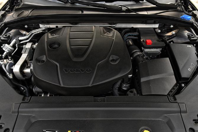 볼보 S90 D4 시승기 - 합리적이고 보다 완벽에 가까운 세단의 등장