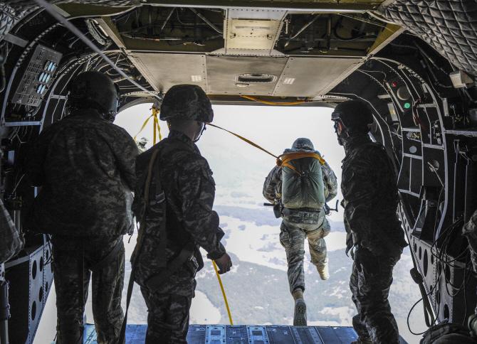 [포토] 한·미 해병 공중 침투훈련