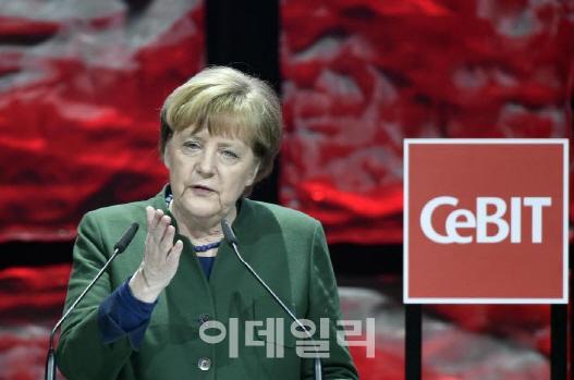 메르켈·아베 `자유무역 지키겠다…EU·日 FTA 곧 합의`(종합)