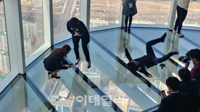 `엘리베이터 고장` 서울스카이 내달 3일로 개장 연기