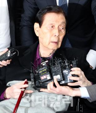 `여기가 어디냐?` 법정 선 신격호 횡설수설에 신동빈·서미경 눈물