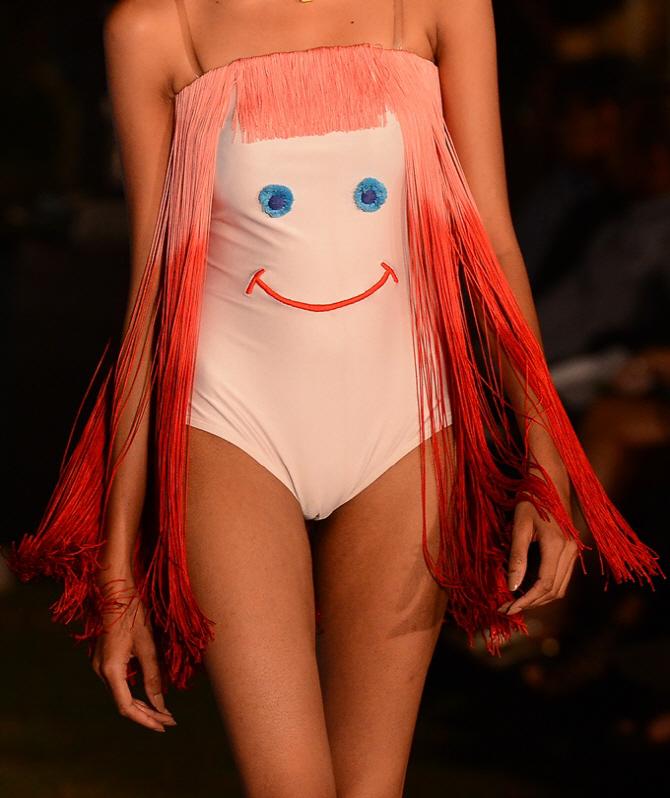 [포토]콜롬보 패션위크, `수영장에선 착용 금지`