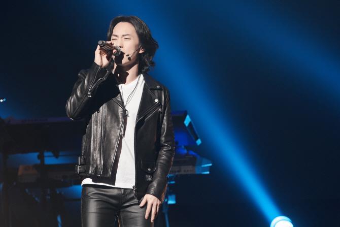 마이클리 첫 콘서트…무려 20곡, 관객 사로잡다