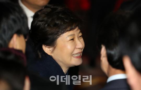 `피의자` 박근혜, 오늘 9시 30분 檢 포토라인 선다