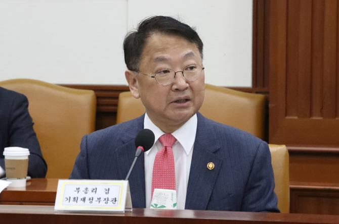 [사설] 중국 보복에 끌려다니는 유일호 경제팀
