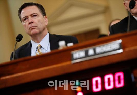 트럼프에 반기든 FBI국장 `도청 증거없다…러시아 내통설은 수사`